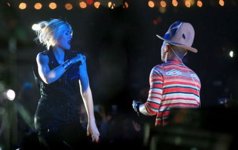 Gwen Stefani and Pharell rocking out on the Coachella 2014 stage.