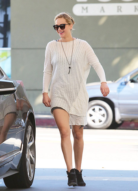 Jennifer Lawrence all smiles as she steps out in Santa Monica, CA.  Photo: Us Weekly